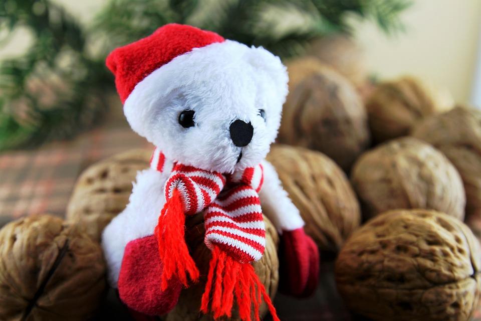 ВЕкатеринбурге услуги аниматоров— Деда Мороза иСнегурочки— упали вцене